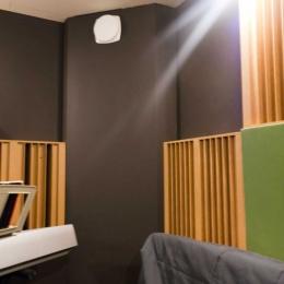 Toneroom_black_walls